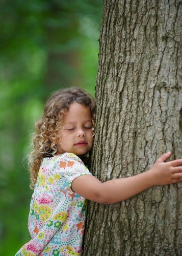 girl hugging tree meditation